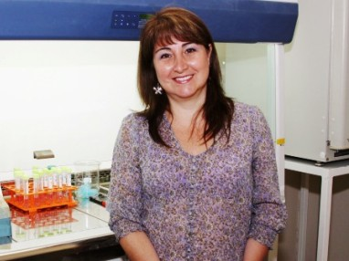 Dr. Alejandra Alvarez researches a new treatment for Alzheimer's
